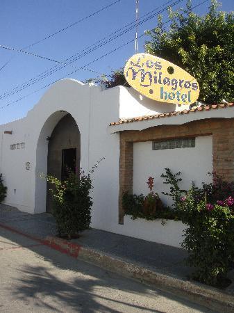Los Milagros Hotel: Front