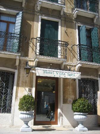 Villa Igea: La entrada principal