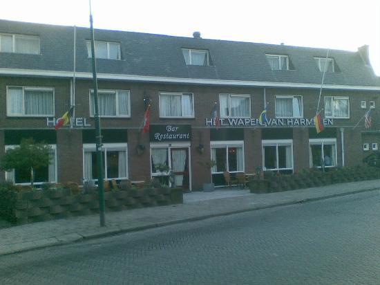 Logis Hotel Het Wapen van Harmelen : Front view of the hotel