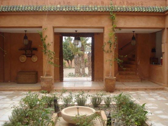 Kasbah Bab Ourika: Courtyard
