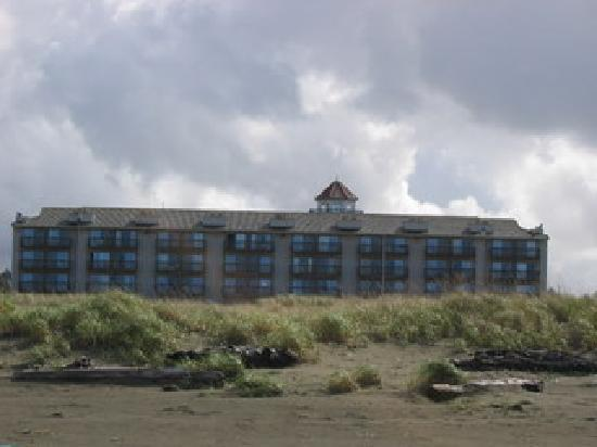 Ocean Shores, WA: hotel viewed from the beach