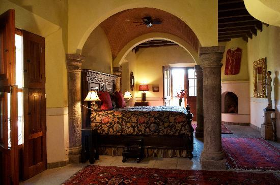 Hacienda De Los Santos: San Eduardo Master Suite