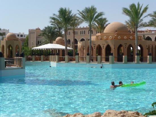 โรงแรมมาคาดี พาเลส: the pools