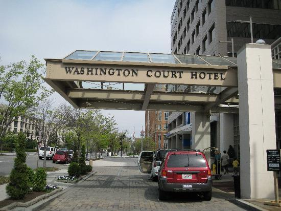 Washington Court Hotel on Capitol Hill: The front of th hotel