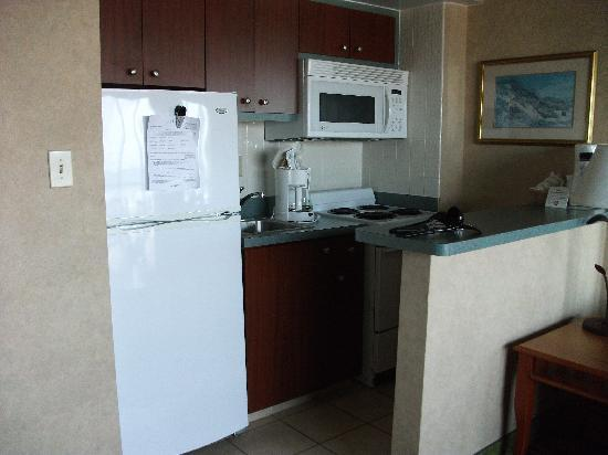 Beach Quarters Resort: Kitchen