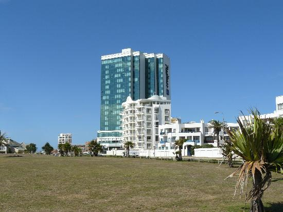 Summerstrand, Νότια Αφρική: Hotel from the beach