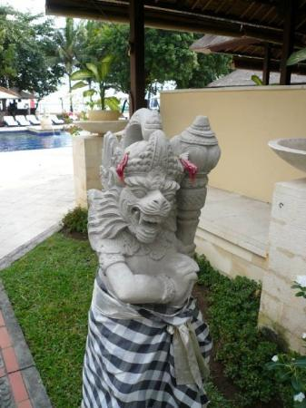 Mercure Resort Sanur: Baliese statue. With cloth means blessed.
