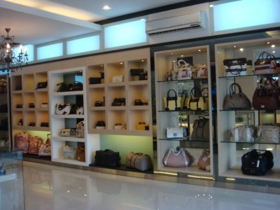 Batam, Indonesien: Marc Jacobs? Gucci? Prada? LV? CD? You name it they got it! ouh at affordable prices! FIRST GRAD