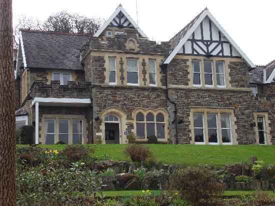 Yeoldon House Hotel: The front of the house from the garden.