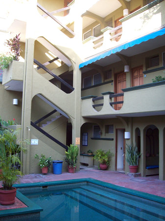 Hotel Solimar Inn Suites: hotel and pool