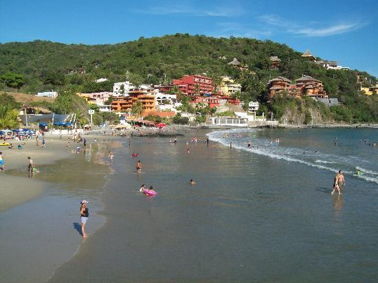 Hotel Solimar Inn Suites: Playa La Madera Beach, about 10 minute walk from hotel