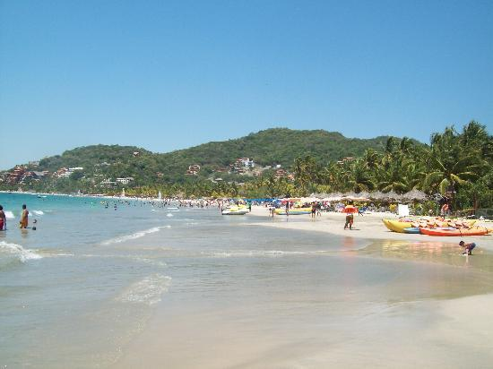 Hotel Solimar Inn Suites: Playa La Ropa, beach 5 minutes taxi from hotel