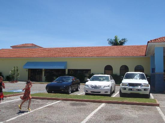 Howard Johnson Hotel Ponce PR: HOWARD JOHNSON PARKING
