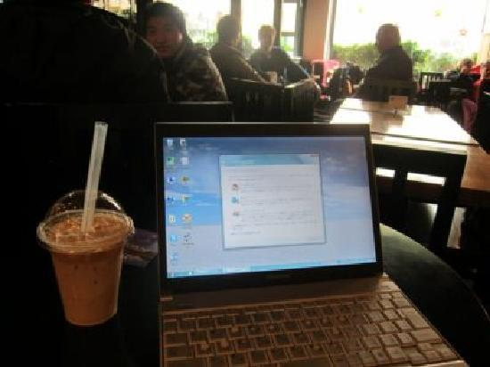 DingFeng Cafe : カフェでネットをしながらマッタリしていました
