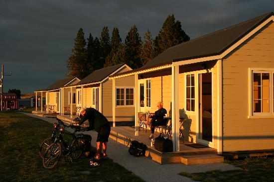 The Lodge & Cottages Wedderburn: Wedderburn Cottages at sunrise