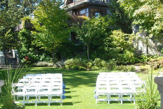 English Inn: Ceremony area