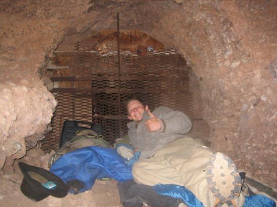 Bisbee, AZ: Nice cave hu?