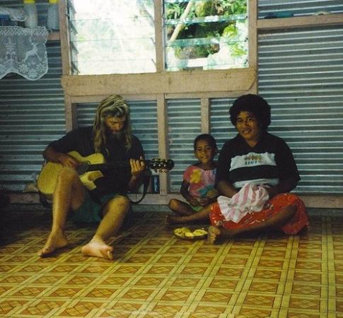 Isola di Taveuni, Figi: Playing for some locals in Fiji...I spent a couple months in the Fijian Islands snorkeling and d