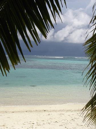 Anse la Blague, Îles Seychelles : nubi all'orizzonte!