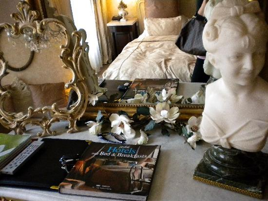 L'Auberge Damhotel Edam : The room is also featured in this book