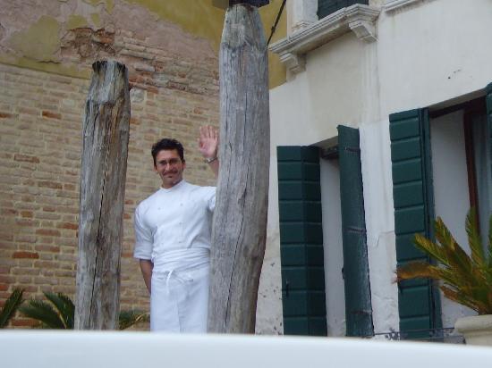 Al Ponte Antico Hotel: Matteo waving us goodbye