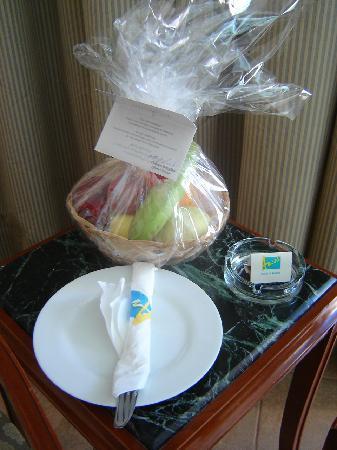 Mediterranean Azur Hotel : corbeille de fruits d'accueil
