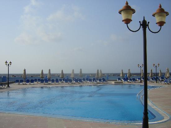 Mediterranean Azur Hotel: la piscine à l'eau de mer