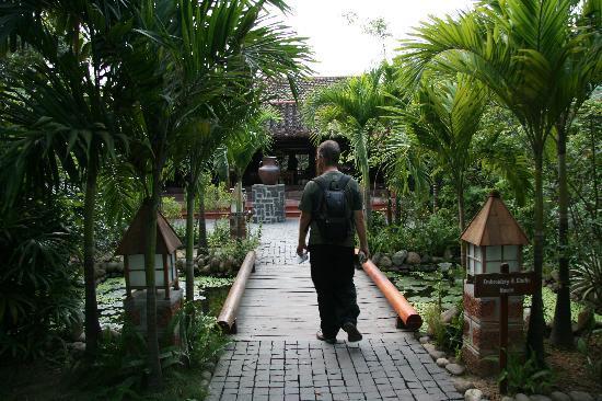 Pilgrimage Village : walking into resort
