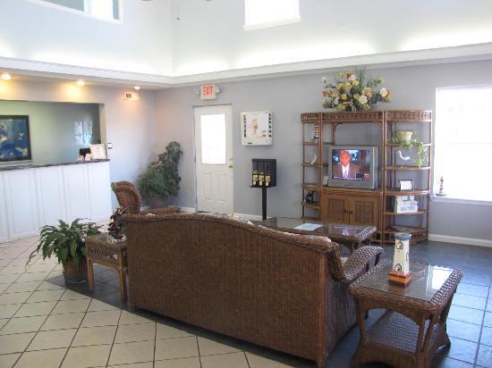Key West Inn Childersburg: Our lobby