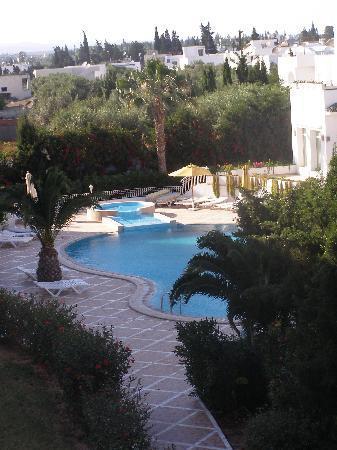 Aparthotel Royale Residence: Hotel pool 2