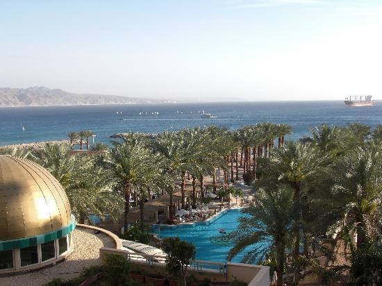 Herods Palace Hotel Eilat: View over the swimming pool and the Red Sea from our balcony
