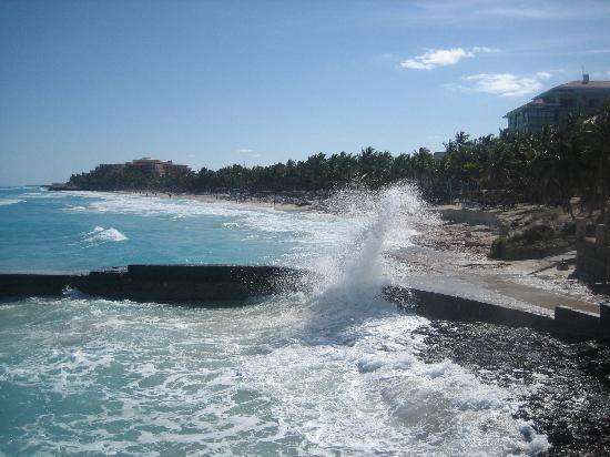 Melia Las Americas: Breaking waves at MLA