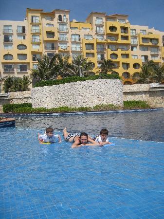 Fiesta Americana Condesa Cancun All Inclusive: another pool view