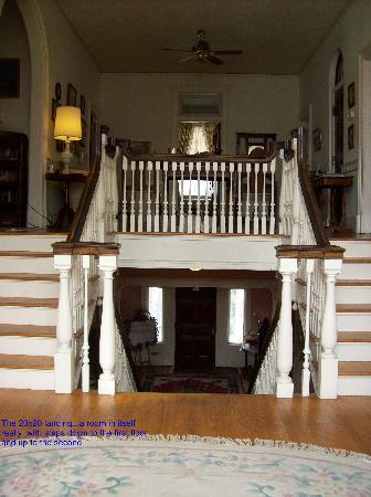 Federal Crest Inn: Landing with stairs to the 1st and 2nd floors