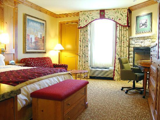 Wheeling, Batı Virjinya: Premium King Room with Fireplace