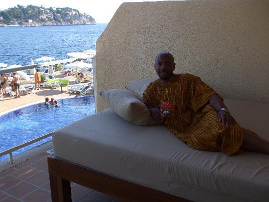 Queen size bed on balcony bild von iberostar jardin del for Hotel jardin del sol mallorca