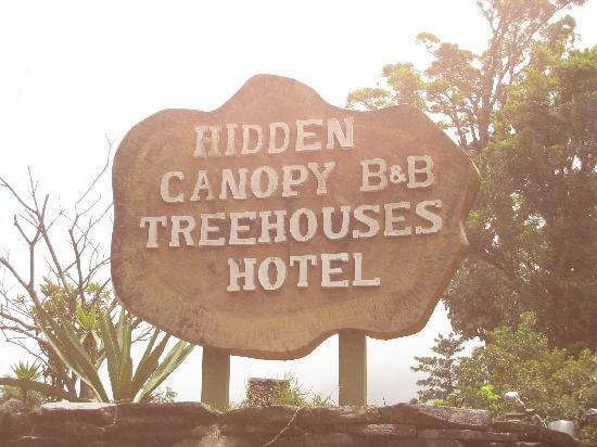 Hidden Canopy Treehouses Boutique Hotel: The sign to look for as you approach