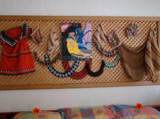 Cielito Sur Bed and Breakfast: Ngobe Bugle tribal artifacts
