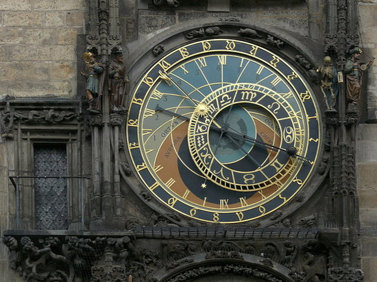 Praha, Republik Ceko: Orologio astronomico sulla piazza della Città Vecchia