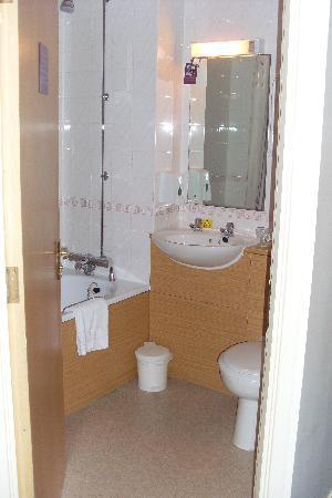 Premier Inn Carlisle Central Hotel: bathroom