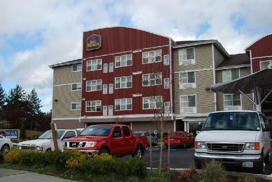 Best Western Plus Navigator Inn & Suites: Hotel exterior