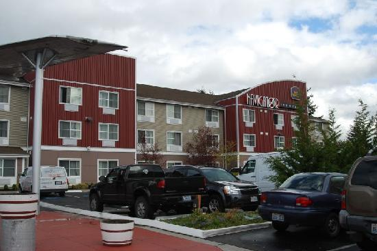 Best Western Plus Navigator Inn & Suites: Parking lot