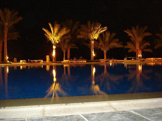 Sharm Club Hotel: piscina di notte