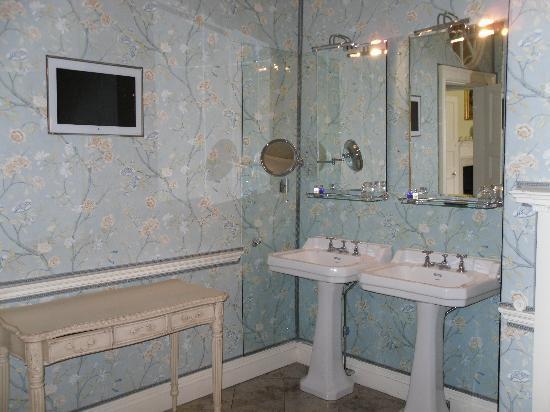 Hassop Hall Hotel: Bathroom - room 17