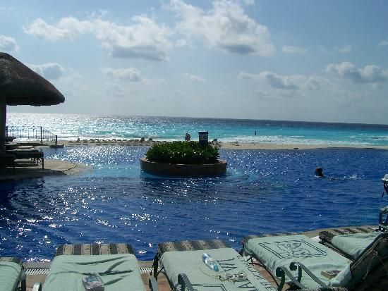 JW Marriott Cancun Resort & Spa: View from the beach chair