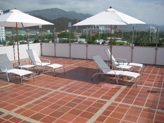 Hotel Tequendama Inn Santa Marta by Sercotel: Solarium en la terraza del hotel