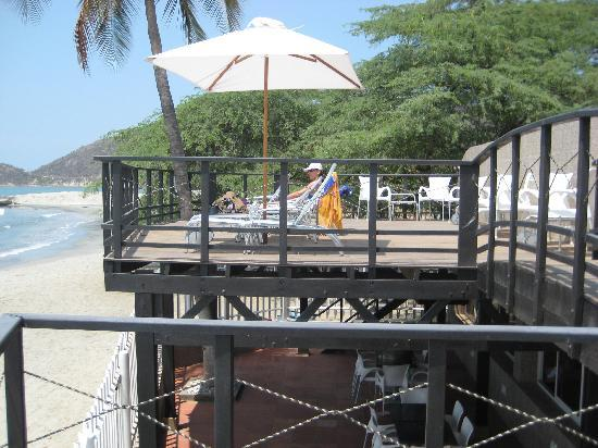Hotel Tequendama Inn Santa Marta by Sercotel: Terraza privada que da a la playa