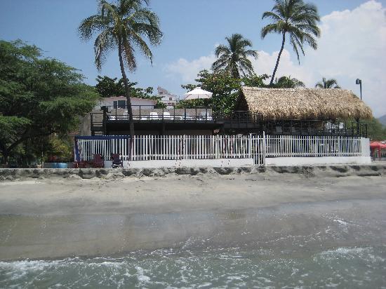 Hotel Tequendama Inn Santa Marta by Sercotel: Parte del hotel que da a la playa