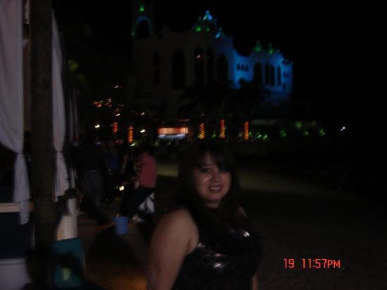 Golden Zone: El Castillo behind me....the club I was at, was next to the ocean...look you can see the sand!!