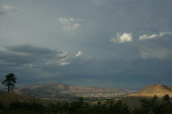 Κάρσον Σίτι, Νεβάδα: Pretty clouds at Kings Canyon, NV, near Carson City 7/28/09